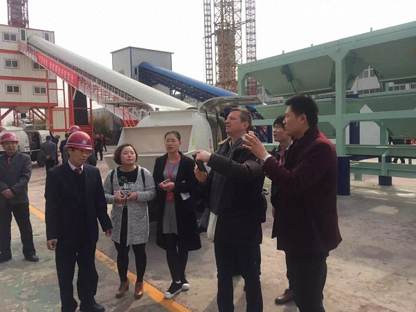 australia-customers-visited-factory-buy-mini-concrete-batching-plant